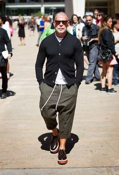 I hate Nick Wooster, he could wear a bag on his head and still be more stylish than me Nick Wooster, Stylish Men, Men Casual, Casual Outfits, Herren Style, Snow Outfit, Look Man, Mens Fashion Blog, Men's Fashion