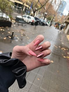 Shared by 𝕔𝕝𝕒𝕦𝕕𝕚𝕒🌄. Find images and videos about girl, pink and nails on We Heart It - the app to get lost in what you love. Fingernails Painted, Aycrlic Nails, Nail Manicure, Glitter Nails, Hair And Nails, Manicures, Almond Acrylic Nails, Cute Acrylic Nails, Champagne Nails