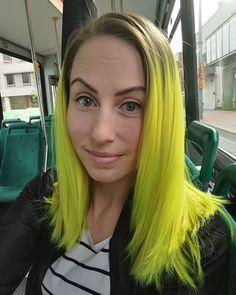 This hair ☀❤ #yellowhair #yellowhairdontcare #neonhair #hermansamazinghaircolor…