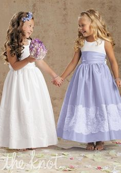 Lace + taffeta flower girl dresses. This is the style of dress I want the flower girls to wear at my wedding in the color of blush.