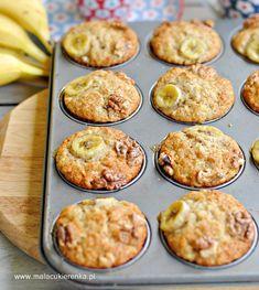 Muffiny bananowe z orzechami – PRZEPIS - Mała Cukierenka - Pyszne muffiny bananowe z orzechami, jedne z najlepszych jakie jadłam. Najlepiej smakują świeżo.. Healthy Sweets, Healthy Recipes, Baked Goods, Muffins, Clean Eating, Good Food, Food And Drink, Low Carb, Meals