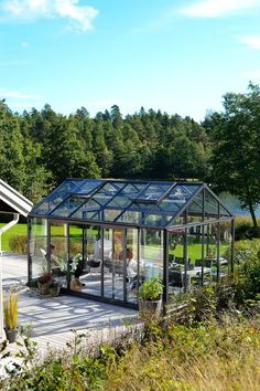 Amazing conservatory greenhouse ideas for indoor-outdoor bliss Greenhouse Supplies, Home Greenhouse, Greenhouse Wedding, Greenhouse Ideas, Greenhouse Restaurant, Glass House Garden, Parks, Wooden Greenhouses, Pergola
