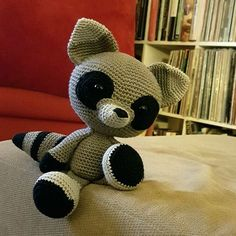 The Silent RaccoonThis crochet pattern / tutorial is available for free...  Full Post: The Silent Raccoon
