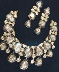 Ideal Indian jewelry aesthetic,Jewelry organizer boho and Cute jewelry sets. India Jewelry, Kids Jewelry, Cute Jewelry, Boho Jewelry, Jewelry Shop, Wedding Jewelry, Antique Jewelry, Jewelry Necklaces, Jewelry Design
