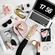 10 Time Management Hacks To Give You More Hours In The Day! Check out the blog post! #flatsoutfit
