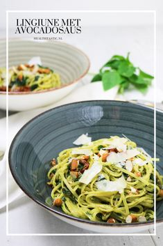 De avocadosaus is een heerlijke romige en frisse saus voor bij je pasta. De perfecte vervanger van een rode of witte saus. Pasta, Avocado, Spaghetti, Ethnic Recipes, Food, Salad, Lawyer, Essen, Meals