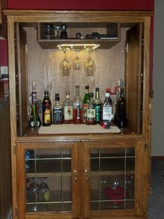 My cousin converted her old entertainment center into a bar! How cool! … My cousin converted her old entertainment. Old Entertainment Centers, Diy Entertainment Center, Repurposed Furniture, Diy Furniture, Furniture Projects, Wood Projects, Cousins, Anderson Freire, Armoire Bar