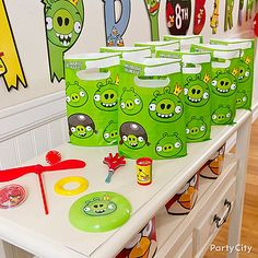 Our Angry Birds Favor Value Pack contains enough favors for eight guests and makes arranging goodie bags fun & simple.