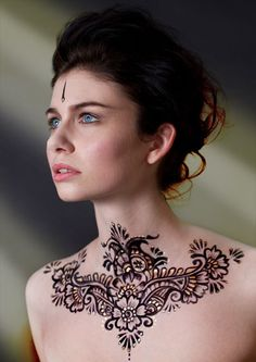 Henna on neck from Roving Horse Henna Body Art   I don't think I'd ever get this done, but it's pretty