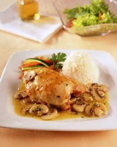 Pollo con champiñones en su salsa