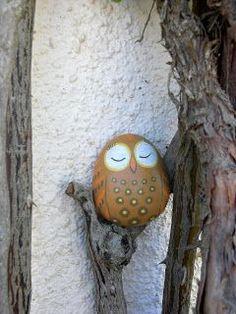 DIY painted owl rock - fun idea for the garden