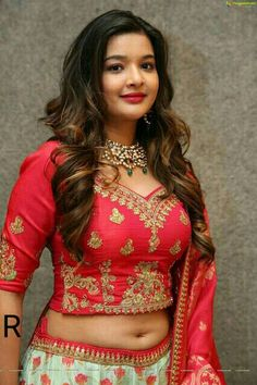 Kajal Aggarwal is an Indian actress, who has appeared in Telugu and Tamil films. Indian Actress Images, Indian Actresses, Lehenga Designs Latest, Navel Hot, Attractive Girls, Chiffon Saree, India Beauty, Lehenga Choli, Hottest Photos