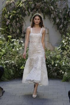 See the complete Monique Lhuillier Bridal Spring 2017 collection.