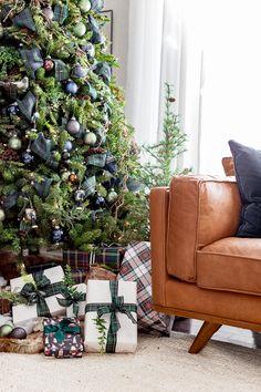Green and Blue Plaid Christmas Trees Red And Gold Christmas Tree, Blue Christmas Decor, Tartan Christmas, Gold Christmas Decorations, Christmas Tree Themes, Beautiful Christmas, Christmas Home, Vintage Christmas, Simple Christmas