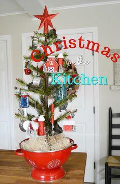 Blue Ribbon Kitchen: Kitchen Christmas Tree