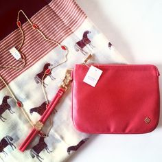 """Kendra Scott Red Faux Leather Wristlet Faux leather Detachable wristlet strap Nylon interior lining with one slit pocket Top zip closure. Comes with Kendra Scott Dust-Bag Measurements: Body length 7"""", height 5¼"""", width ¾"""", drop handle 5½"""" Kendra Scott Bags Clutches & Wristlets"""
