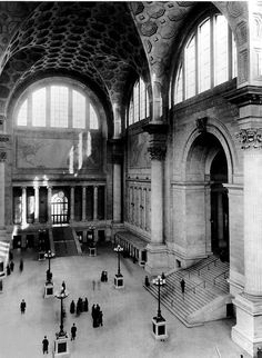 Old Penn Station, main waiting room.  Groined vaults in coffered stone.