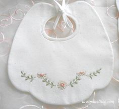 Lavender and lilac: Bibs Baby Embroidery, Hand Embroidery Designs, Embroidery Stitches, Baby Bibs Patterns, Bib Pattern, Baby Sewing Projects, Baby Bonnets, Embroidered Clothes, Baby Shower Balloons
