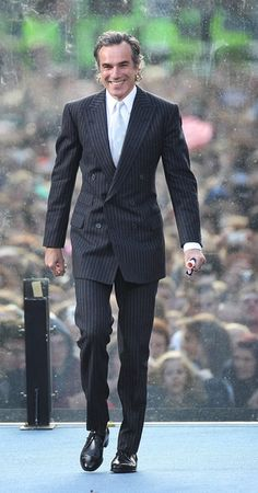 Daniel Day-Lewis arrives onstage before US President Barack Obama speaks in College Green on May 23, 2011 in Dublin, Ireland.