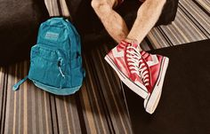 A Clases con Onda - Tiendas Abacaxi - Córdoba Argentina Jansport, Golf Bags, Sling Backpack, Backpacks, Pine Apple, Waves, Argentina, Backpack, Backpacker