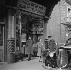 Fadó Fadó: Irish Memory: Old Dublin Photographs Dublin Street, Dublin City, Old Pictures, Old Photos, Irish Catholic, Ireland Homes, Street Photography, Vintage Photography, Historical Photos