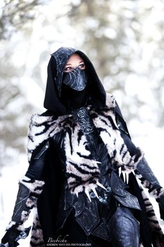 I am the maker of and model of the costume, Nightingale Armor from the video game Elderscrolls V: Skyrim. Nightingale Armor Cosplay with Sabre Cat Pelt 2 Skyrim Armor, Skyrim Cosplay, Amazing Cosplay, Best Cosplay, Female Cosplay, Skyrim Nightingale Armor, Grandeur Nature, Medieval Fantasy, Cosplay Costumes