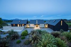 Far Horizon House by Gary Todd Architecture Modern Barn House, Modern Farmhouse Exterior, Shed Homes, House Goals, Style At Home, Home Fashion, Modern Architecture, Commercial Architecture, Exterior Design