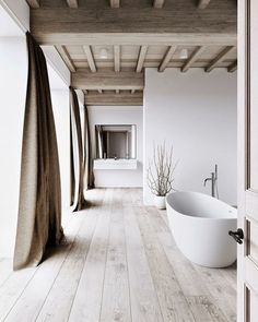 modern bathroom design in an old house.such a gorgeous design! Spa Interior, Bathroom Interior, Interior And Exterior, Modern Interior, Beach Interior Design, Studio Interior, Interior Livingroom, Apartment Interior, Interior Lighting