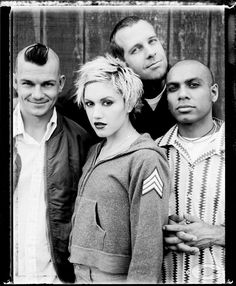 Find images and videos about punk, gwen stefani and no doubt on We Heart It - the app to get lost in what you love. Gwen Stefani 90s, Gwen Stefani No Doubt, Gwen Stefani Style, Blond, 90s Pop Culture, Blake Shelton And Gwen, Ska Punk, Rock Band Posters, Marching Bands