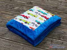 Minky blanket with cars pattern from Michael Miller. Handmade by Mathilde.