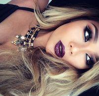Berry lips & smokey eyes - gorgeous makeup!