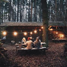 """1,368 отметок «Нравится», 4 комментариев — See You in August! (@haunting.autumn) в Instagram: «this picture is such a cute """"friendsgiving"""" idea!»"""
