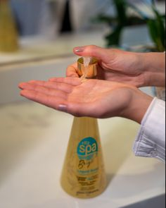 Nosso sabonete líquido higieniza de forma eficaz e remove as impurezas diariamente, além de ter uma fragrância incrível!  QUEM JÁ PROVOU ESSA MARAVILHA? *(Siga à risca o modo correto de higienização recomendados pela OMS.)* #vittagoldcosmetics #vittaspa #noscuidamosbemdevoce  #stayhome  #staysafe Brazilian Keratin, Hair Care, Instagram, Liquid Hand Soap, Hand Soaps, Shape, Hair Makeup, Hair Care Tips, Hair Treatments