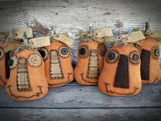 Hottest Snap Shots Primitive Decor folk art Ideas Collections of older binoculars, retro along with copy home furniture, in addition to artfully constructed vignettes ins Primitive Halloween Decor, Primitive Autumn, Primitive Pumpkin, Primitive Decor, Primitive Christmas, Primitive Country, Fabric Pumpkins, Fall Pumpkins, Potpourri
