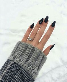 50 perfect almond nail art designs for this winter 35 – Nails Club Nail Color Trends, Nail Colors, Winter Nails Colors 2019, New Year's Nails, Hair And Nails, Almond Nail Art, Black Almond Nails, Almond Gel Nails, Black Nail Art