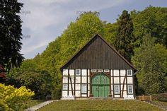 Bielefeld, Fachwerkhaus im Botanischen Garten, Nordrhein-Westfalen, Deutschland - Bielefeld, half-timbered house in the botanic garden, North Rhine-Westphalia, Germany