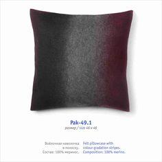 Felt pillowcase with colour gradation stripes.                             Composition: 100% merino.