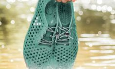 "Shoemaker Vivobarefoot is preparing an ""ultra-eco"" take on footwear. This summer, the London-based firm will launch a new version of its amphibious Ultra III sneaker—made using algae rescued from waterways. Along with partner … Barefoot Running, Barefoot Shoes, Lacoste, Brooks Running Shoes, Running Sneakers, Aqua Socks, Snakeskin Boots, Casual Skirt Outfits, Pumps"