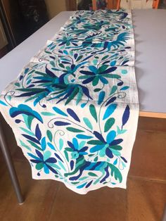 Mexican Table Runner / table Runner with Otomi Multicolored Embroidery / Animal, Floral and Bird Motived / Mexican Tablecloth / Cotton – Food: Veggie tables Mexican Home Decor, Mexican Art, Mexican Decorations, Hand Embroidery Designs, Embroidery Patterns, Mexican Celebrations, Mexican Textiles, Mexican Embroidery, Smocking