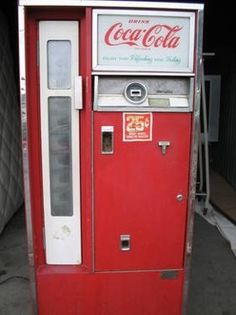 Old Coke Machine. I remember when I would get off the school bus, go to Mayfield's Store and get an ice cold bottle of coke for 25 cents. Kids today missed out on all this. Soda Vending Machine, Coke Machine, Vending Machines, Vintage Coke, Vintage Games, Cincinnati, Coca Cola Cooler, Coca Cola Decor, Soda Machines