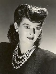 Old Classic Movie Stars - Bing Images Rosalind Russell Old Hollywood Glamour, Golden Age Of Hollywood, Vintage Glamour, Vintage Beauty, Classic Hollywood, Vintage Makeup, Vintage Men, Old Movie Stars, Classic Movie Stars