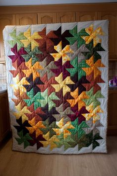 Pinwheel Quilt Blanket – Humpine – Do It Yourself Fall Quilts, Scrappy Quilts, Mini Quilts, Quilt Block Patterns, Quilt Blocks, Quilting Projects, Quilting Designs, Flick Flack, Twister Quilts