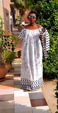 Maxi dress with rubber neckline and belt at the waist suitable for all body types Best African Dresses, Latest African Fashion Dresses, African Print Dresses, African Print Fashion, African Attire, Ankara Long Gown Styles, Dress Styles, African Fashion Traditional, African Print Dress Designs