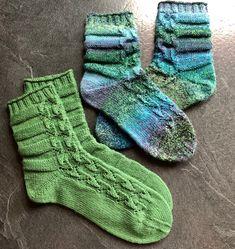 Der Socktober 2019 ist Grün! - Tanja Steinbach Knitting Socks, Hand Knitting, Baby Pullover, Crochet Beanie Hat, Dog Sweaters, Sweater Making, Knitting For Beginners, Baby Knitting Patterns, Baby Booties
