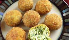 Šťavnaté cuketovo-syrové guľky. Urobíte ich rýchlo a ľahko podľa nášho receptu, ktorý nájdete na: http://www.tojenapad.sk/stavnate-cuketovo-syrove-gulky/  #syr #cheese #recept #recipe #cuketa #zucchini