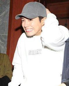 Bogummy : my cuteness in embarrassing ! Park Bo Gum Cute, Park Go Bum, Kdrama Actors, Asian Men, Korean Actors, My Idol, Sexy Men, Menswear, Singer