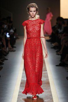 Si mon chum est un jour en nomination au Gala de l'Adisq, c'est ce que je porterai: Valentino printemps2012.