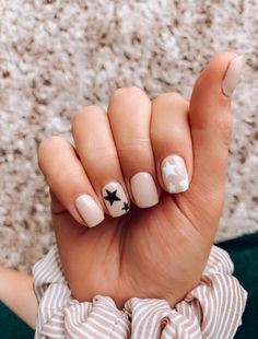 Love these nails! Such a fun theme Love these nails! Such a fun theme Aycrlic Nails, Star Nails, Cute Nails, Pretty Nails, Hair And Nails, Star Nail Art, Cute Shellac Nails, Coffin Nails, Simple Gel Nails