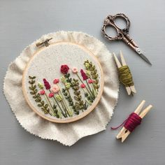 On my work table - Embroidered flowers - table . On my work table – embroidered flowers – Hand Embroidery Patterns Flowers, Basic Embroidery Stitches, Embroidery Flowers Pattern, Learn Embroidery, Embroidery Hoop Art, Hand Embroidery Designs, Embroidered Flowers, Embroidery Ideas, Beginner Embroidery