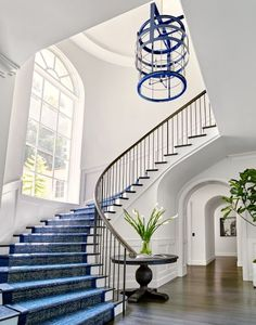 Share Via 20 home staircase ideas are something that needs to be considered for its design. Because if your house has two floors, then you will definitely need a ladder as … Foyer Staircase, Entryway Stairs, Curved Staircase, Staircase Design, Staircase Ideas, Modern Entryway, Modern Stairs, Entrance Design, House Entrance